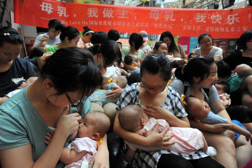 武汉30余位妈妈集体哺乳倡导母乳喂养 光明